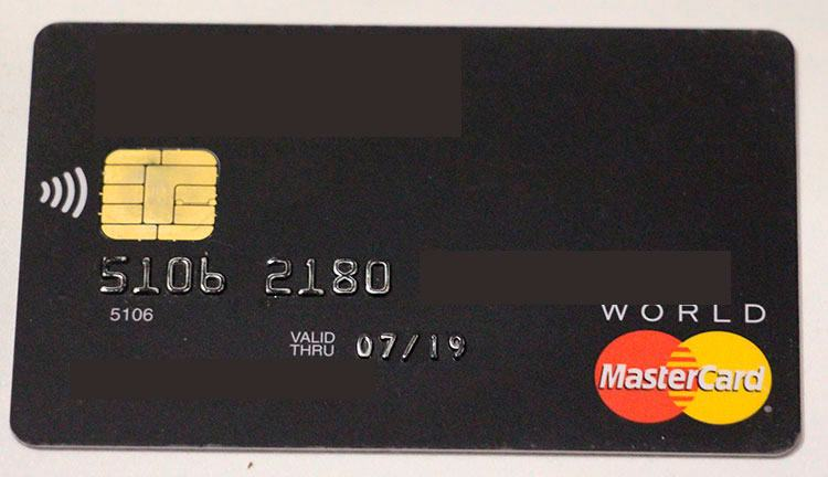 Эмбоссированная банковская карта