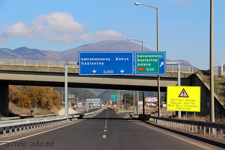 Указатель на платную автомагистраль