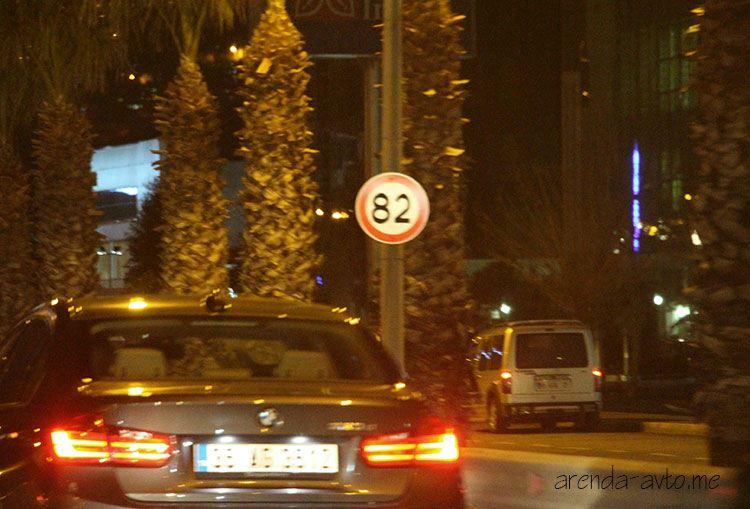 Знак ограничения скорости в Измире