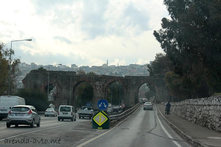 Древний акведук в Измире