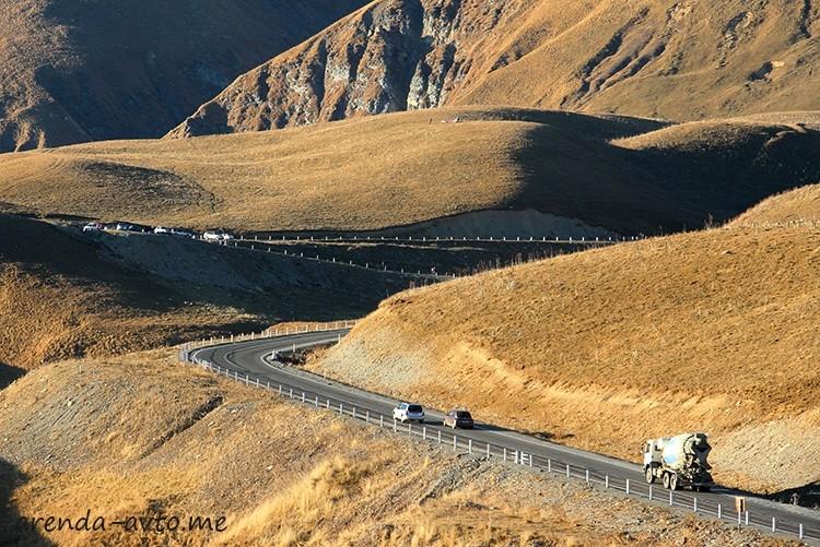 Серпантин на Военно-Грузинской дороге